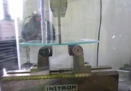 prova-di-flessione-su-vetro