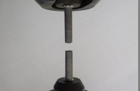 Prova di trazione su provetta cilindrica / Tensile test on cylindrical specimen