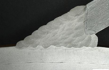 aspetto-macrografico-di-giunto-saldato-a-piena-penetrazione-tubo-tronchetto-in-acciaio-attacco-persolfato-di-ammonio-10percento