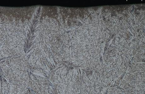 aspetto-micrografico-materiale-dapporto-di-giunto-saldato-in-acciaio-super-duplex-tipo-uns-s32750-attacco-murakami