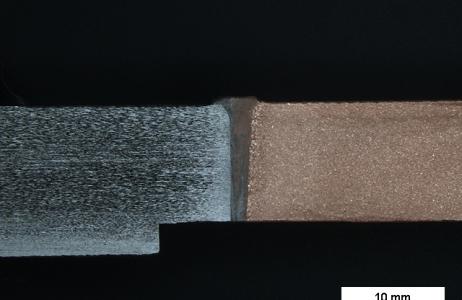 esame-macrografico-su-giunto-saldato-eterogeneo-testa-testa-realizzato-con-processo-a-fascio-elettronico-a-lega-di-rame-b-acciaio-inossidabile-austenitico-tipo-aisi-304-attacco-metallografico-cloruro