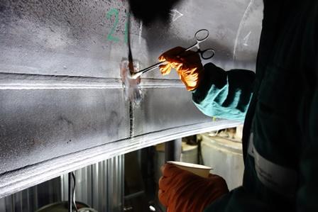 Replica metallografica su giunzione di composizione fondo emisferico-fasciame cilindrico di reattore in fase di controllo periodico